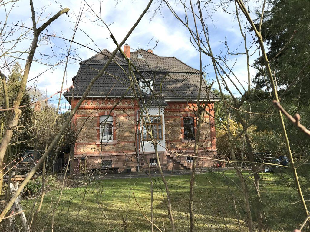 Das ehemalige Haus des Direktors, heute das Forsthaus.